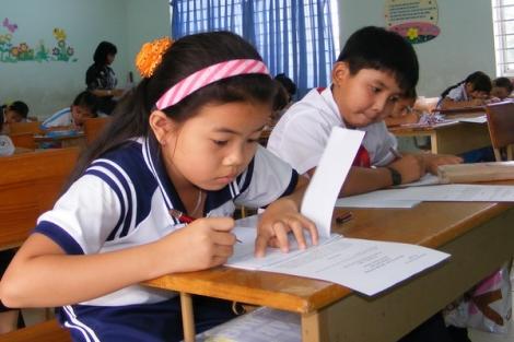 Giáo viên không được xuyên tạc nội dung giáo dục, học sinh được quyền ở lại lớp