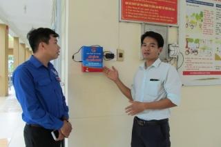 """Trường THPT Tây Ninh ra mắt """"Máy rửa tay tự động sát khuẩn nhanh"""""""