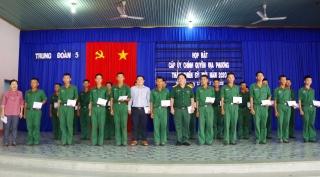 Lãnh đạo các địa phương thăm tân binh nhập ngũ tại Trung đoàn 5 (Sư đoàn 5)
