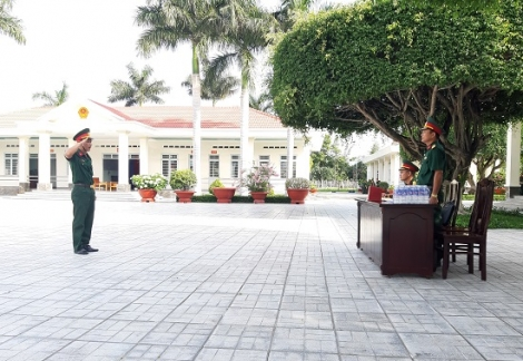Kiểm tra điều lệnh và thể lực cho sĩ quan, quân nhân chuyên nghiệp