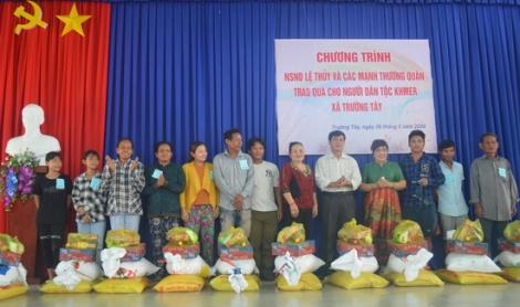 Hoà Thành: Trao quà cho các hộ dân Khmer xã Trường Tây