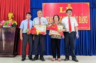 Trao Huy hiệu 50, 40 và 30 năm tuổi Đảng tại 2 phường Gia Lộc và An Hòa