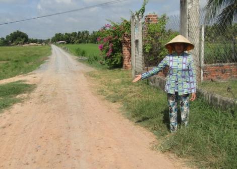 Người dân đóng góp làm đường giao thông nông thôn