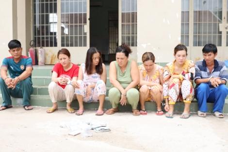 Công an xã Tiên Thuận, huyện Bến Cầu bắt tụ điểm đánh bài ăn tiền