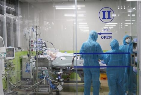 Việt Nam chữa khỏi 293 bệnh nhân, nam phi công người Anh cải thiện thần kỳ, đã giảm được lưu lượng ECMO