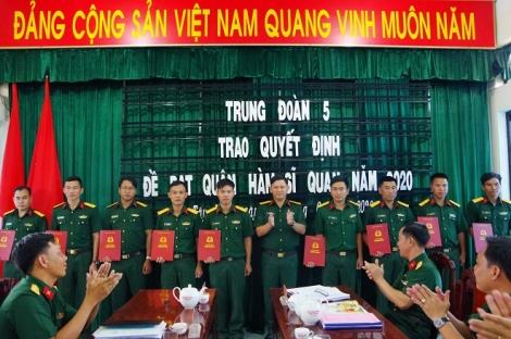 Trung đoàn 5–Sư đoàn 5 tổ chức trao quyết định đề bạt quân hàm sỹ quan năm 2020
