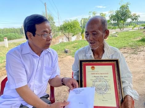 Châu Thành: Thăm, chúc thọ người cao tuổi tròn 90 tuổi