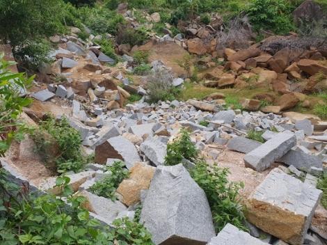 Bắt nhóm đối tượng khai thác đá xanh trái phép ở khu vực Núi Bà Đen