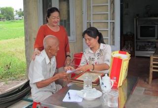 Lãnh đạo thành phố Tây Ninh mừng thọ các cụ tròn 90 tuổi