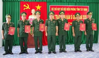 Biên phòng Tây Ninh tổ chức trao quân hàm cho 62 sĩ quan