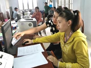 Xã Cầu Khởi: Khuyến khích người dân nộp hồ sơ trực tuyến