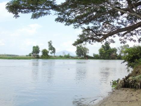Vùng quê bên hữu ngạn sông Vàm