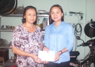 Chi đoàn Báo Tây Ninh: Trao tiền mạnh thường quân ủng hộ cho 2 trường hợp có  hoàn cảnh khó khăn