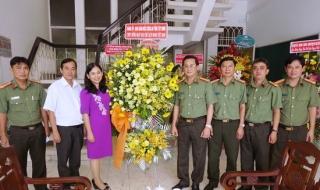 Công an Tây Ninh: Thăm, tặng hoa chúc mừng Báo Tây Ninh