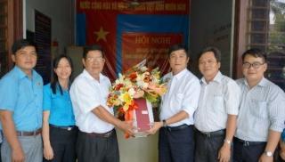 Lãnh đạo Huyện uỷ Dương Minh Châu chúc mừng Trung tâm Văn hóa- Thể thao và Truyền thanh nhân Ngày Báo chí Cách mạng Việt Nam