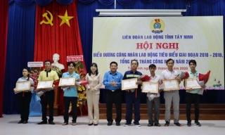 LĐLĐ Tây Ninh: Biểu dương công nhân lao động tiêu biểu giai đoạn 2018 – 2019 và tổng kết Tháng Công nhân năm 2020
