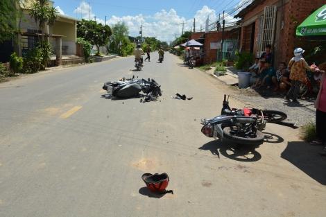 Bến Cầu: Hai xe máy đối đầu, một người bị thương nặng