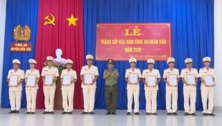 Công an TP.Tây Ninh, huyện Bến Cầu: Trao quyết định thăng cấp bậc hàm, nâng bậc lương cho cán bộ, chiến sĩ