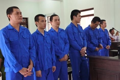 Chém người, 6 côn đồ lãnh án 50 năm tù
