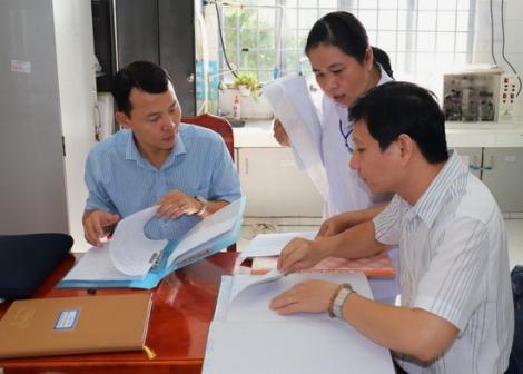 Giám sát định kỳ các phòng xét nghiệm khẳng định HIV dương tính tại Tây Ninh