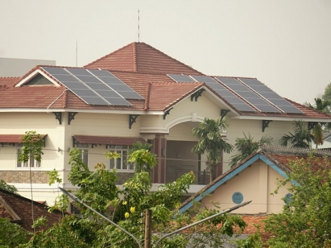 Nhiều người dân lựa chọn sử dụng điện mặt trời áp mái