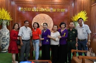 BLL truyền thống BĐBP tại TP.HCM và CLB nữ Doanh nhân Tây Ninh tiếp sức BĐBP phòng chống dịch