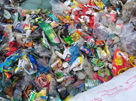 Người dân Phước Lợi bức xúc vì tình trạng đổ rác thải lén lút