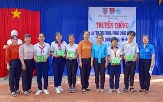 Xã Bàu Năng truyền thông về an toàn giao thông cho học sinh