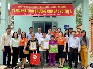 Sở Tư pháp TP.HCM trao tặng nhà cho hộ nghèo tại xã Hoà Hội