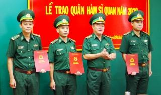 Biên phòng Tây Ninh trao quyết định thăng quân hàm cho sỹ quan