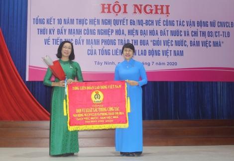 Tổng kết 10 năm thực hiện công tác vận động nữ công nhân, viên chức, lao động thời kỳ đẩy mạnh công nghiệp hóa, hiện đại hóa đất nước