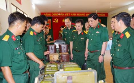 Khảo sát vũ khí trang bị tại Sư đoàn 5