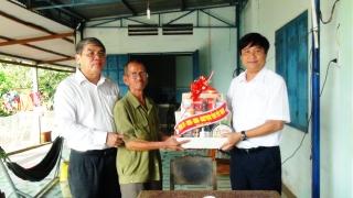 Phó Chủ tịch HĐND tỉnh thăm, tặng quà gia đình chính sách ở Dương Minh Châu
