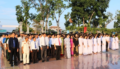 Huyện Gò Dầu viếng nghĩa trang liệt sĩ Trà Võ nhân kỷ niệm ngày 27.7