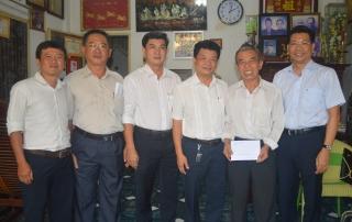 Phó Chủ tịch UBND tỉnh thăm, tặng quà cán bộ hưu trí trên địa bàn thị xã Hòa Thành