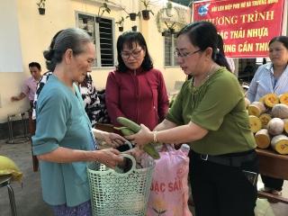 Trường Đông: Đổi rác thải nhựa lấy quà