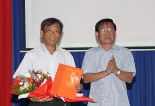 Trao quyết định nghỉ hưu cho Phó Bí thư Đảng uỷ khối Cơ quan và Doanh nghiệp tỉnh