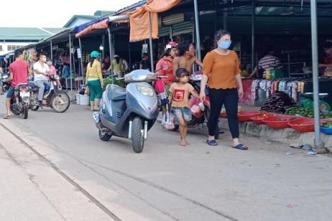 Chợ KCN Chà Là: Rắc rối nhiều vấn đề