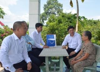 Huyện ủy Tân Châu thăm gia đình chính sách nhân ngày thương binh liệt sĩ