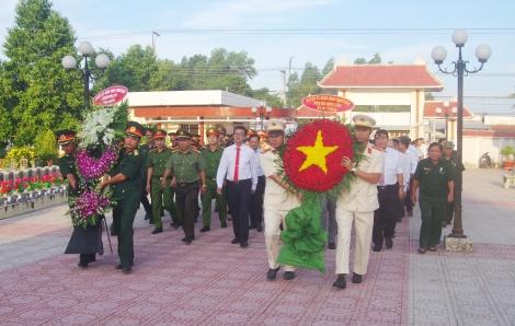 Các địa phương tổ chức viếng nghĩa trang liệt sĩ, thắp nến tri ân nhân ngày 27.7