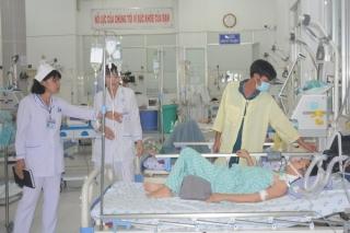 Hoạt động của các cơ sở y tế: Vướng cơ chế, khó thu hút nhân lực trình độ cao