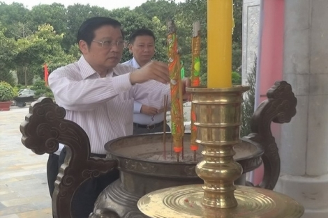 Trưởng Ban Nội chính Trung ương Phan Đình Trạc viếng Nghĩa trang liệt sĩ Tân Biên (Đồi 82)