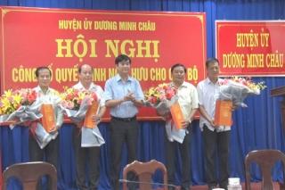 Huyện Dương Minh Châu trao quyết định nghỉ hưu cho 4 cán bộ