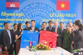 Lễ giao nhận bản đồ địa hình biên giới hai nước Việt Nam-Campuchia tỷ lệ 1/25.000