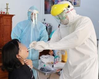 Đẩy nhanh công tác xét nghiệm, phát huy năng lực của y tế công và tư trong phòng chống dịch Covid-19