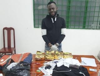 Bắt đối tượng quốc tịch Nigeria vận chuyển 4kg ma túy qua biên giới