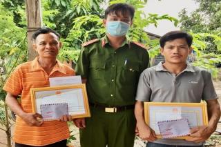 Trao thưởng cho người dân cứu người nhảy cầu Bến Sỏi
