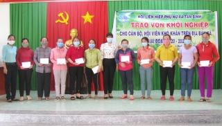 """Tân Biên trao vốn """"Đồng hành cùng phụ nữ Biên cương"""" và vốn khởi nghiệp cho phụ nữ xã Tân Bình"""