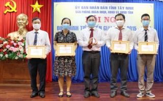 Khen thưởng 4 tập thể và 9 cá nhân có thành tích xuất sắc