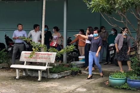 Sinh viên kéo đến trường, đòi… giấy chứng nhận tốt nghiệp